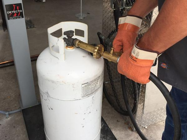 Refilling 40lb Propane Bottle